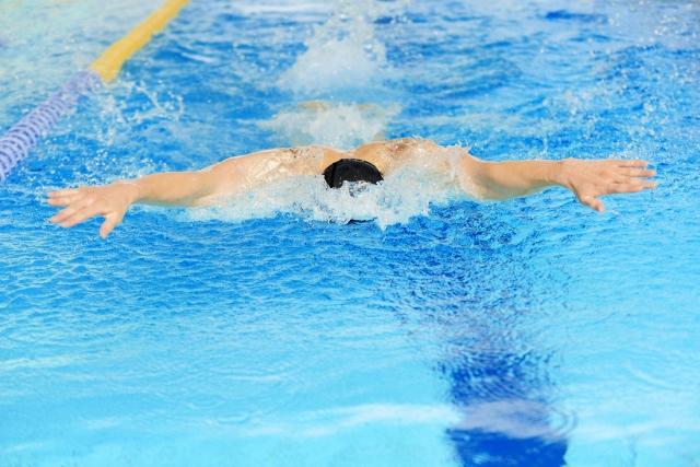 水泳のバタフライはタイミングとリズムが一番大切!