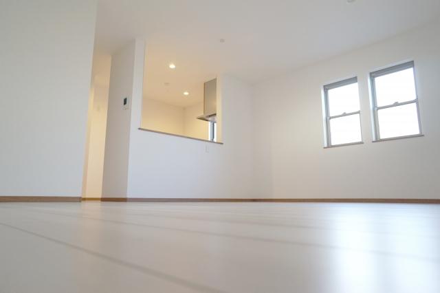 賃貸している部屋の壁紙が剥がれた場合の修繕費用を調査!
