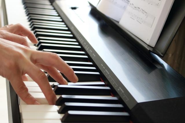 ピアノの練習にはキーボードよりも●●●がおすすめです!