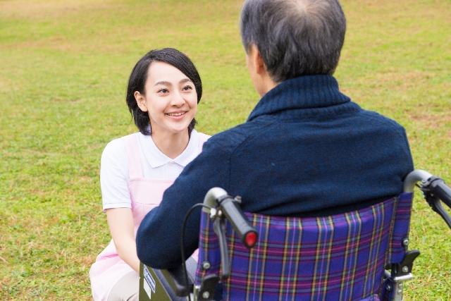 人気があっても介護の仕事は楽ではない?その実態を徹底調査!