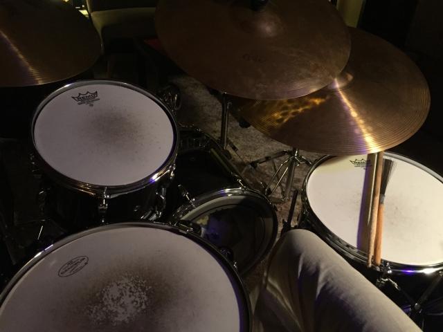 ドラム演奏でバスドラムを打つために練習!足を強化しよう